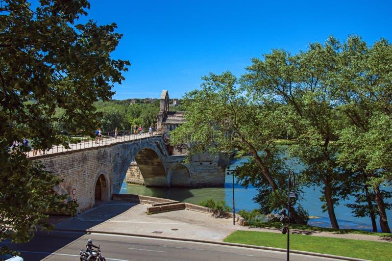 Vista panorámica del puente de Aviñón del ` de Pont d y del río Rhone en Aviñón fotografía de archivo