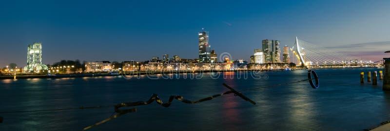 Vista panorámica del puente de Erasmus y horizonte de Rotterdam, los Países Bajos imágenes de archivo libres de regalías