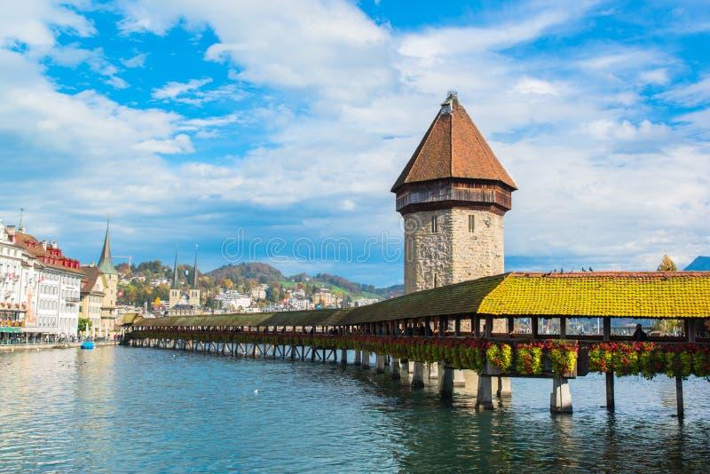 Vista panorámica del puente de madera de la capilla foto de archivo libre de regalías