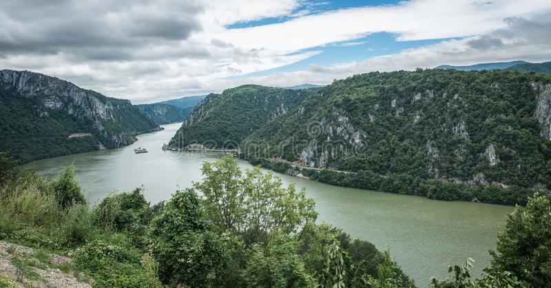 Vista panorámica del río Danubio de Golo Brdo, Serbia imágenes de archivo libres de regalías