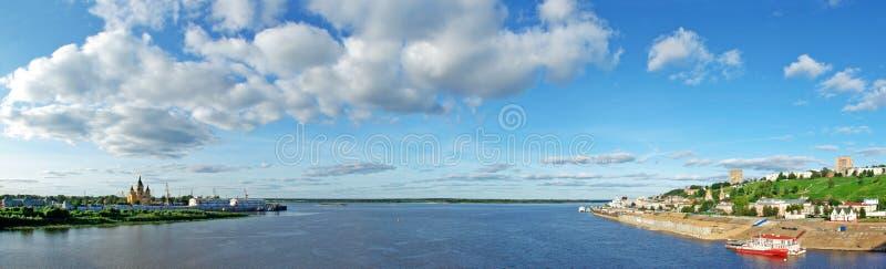 Vista panorámica del río de Oka en Nizhny Novgorod imágenes de archivo libres de regalías