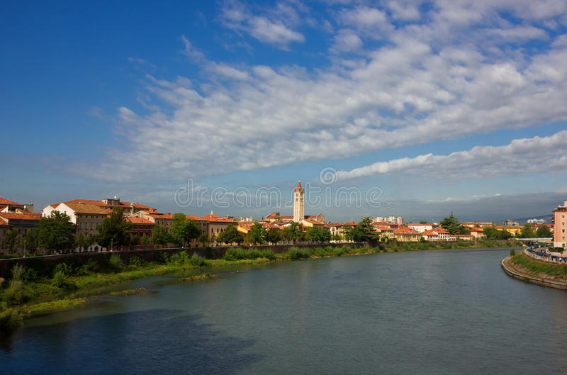 Opinión panorámica del río Adige en Verona foto de archivo