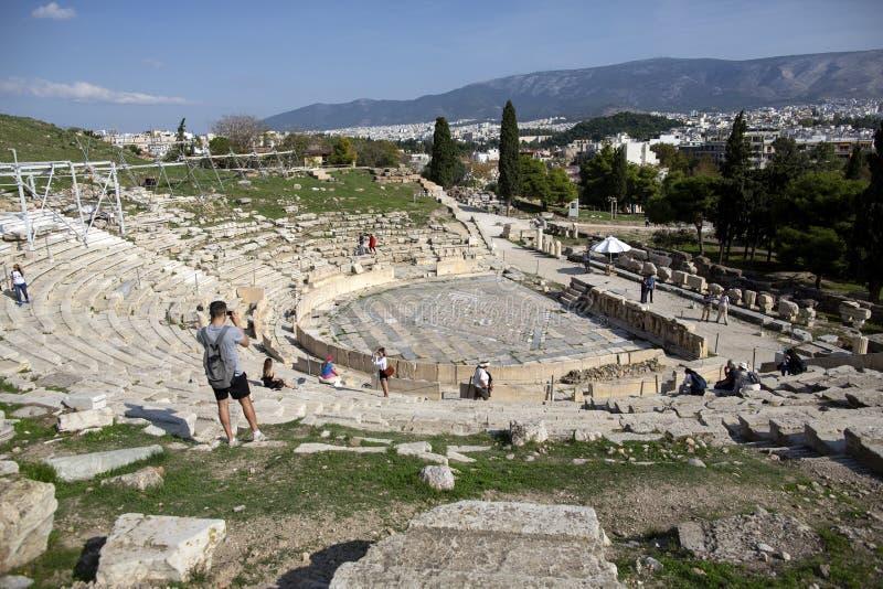 Vista panorámica del teatro de Dionysus en el pie de acrópolis en Atenas, Grecia Es uno de la señal principal de Atenas imagen de archivo