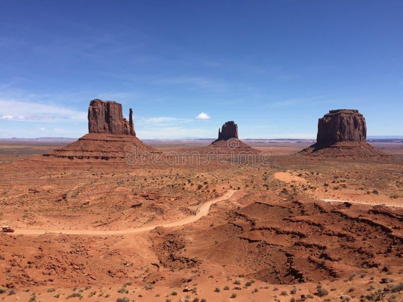 Vista panorámica del valle del monumento en Utah, los E.E.U.U. fotografía de archivo
