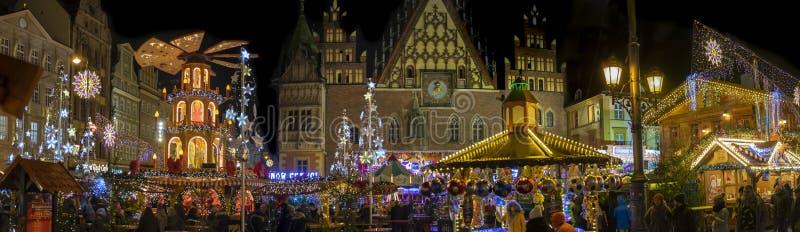 Vista panorámica grande del mercado de la Navidad en Wroclaw Puente de la bah?a en San Francisco, CA polonia fotos de archivo