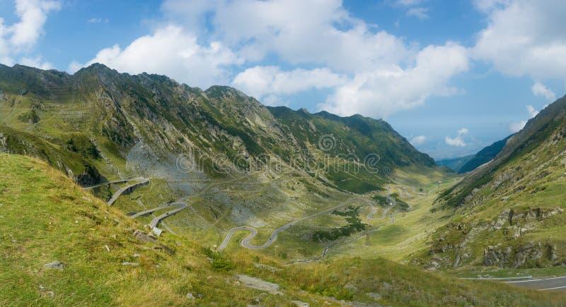 Vista panorámica hermosa de la carretera de Transfagarasan Carpathi imagenes de archivo