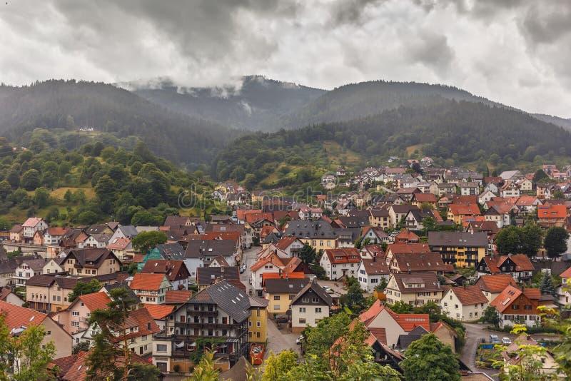 Vista panorámica hermosa del pueblo de montaña Forbach alemania fotografía de archivo libre de regalías