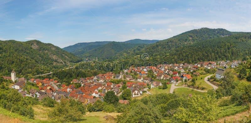 Vista panorámica hermosa del pueblo Langenbrand en las montañas de Schwarzwald imagen de archivo libre de regalías