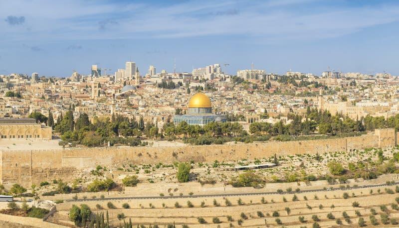Vista panorámica a la ciudad vieja de Jerusalén y a la Explanada de las Mezquitas foto de archivo