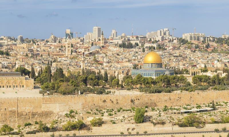 Vista panorámica a la ciudad vieja de Jerusalén y a la Explanada de las Mezquitas fotografía de archivo libre de regalías