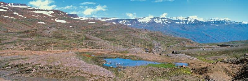 Vista panorámica a las montañas canadienses de Rockies fotos de archivo