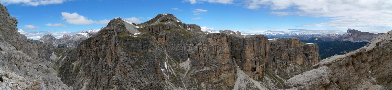 Vista panorámica maravillosa de las montañas rugosas de la dolomía en el Tyrol del sur imagen de archivo libre de regalías