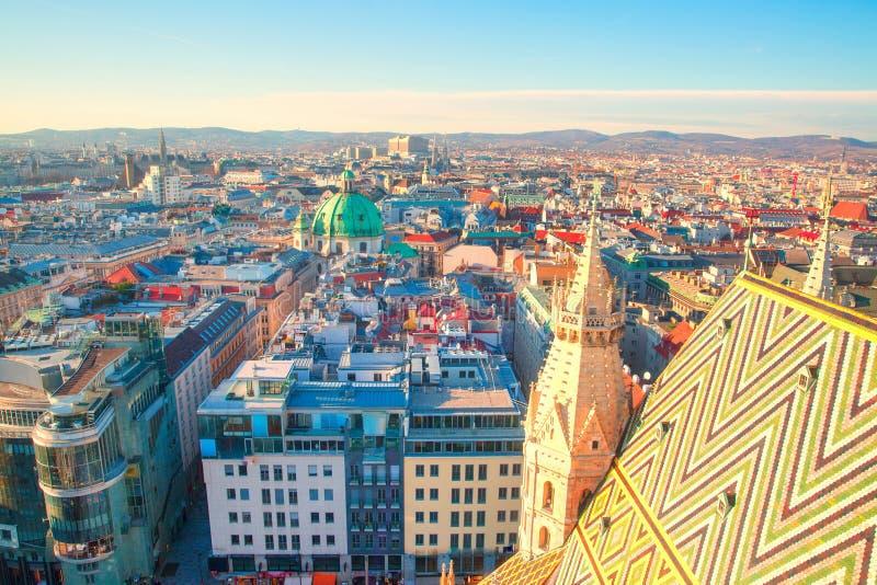 Vista panorámica a Stephansplatz y al centro de Viena Los colores brillantes y hermosos Viena, Austria imagenes de archivo