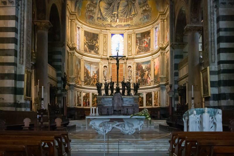Vista panorámica y detalles interiores de la catedral de Pisa, una catedral católica medieval en Pisa, Italia imagen de archivo