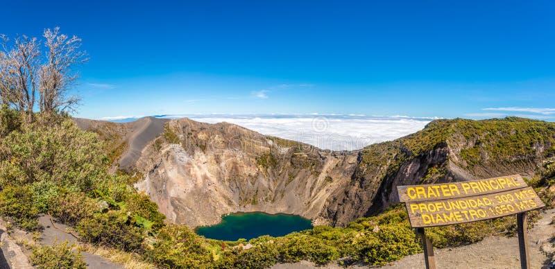 Vista panorâmica à cratera do parque nacional de Irazu Volcano Principal Lakeat Irazu Volcano em Costa Rica fotografia de stock royalty free