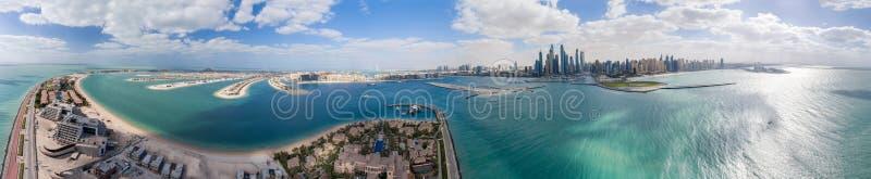 Vista panorâmica aérea da ilha de Jumeirah da palma e do porto, Dubai imagens de stock