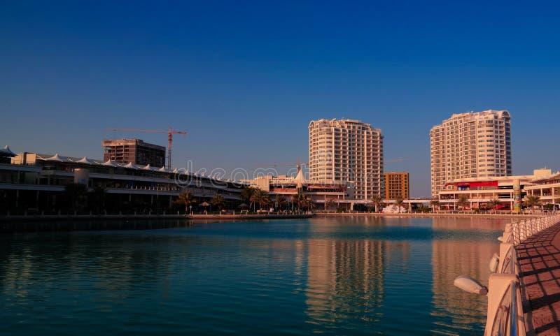 Vista panorâmica ao distrito da cidade de flutuação de Manama, Barém foto de stock