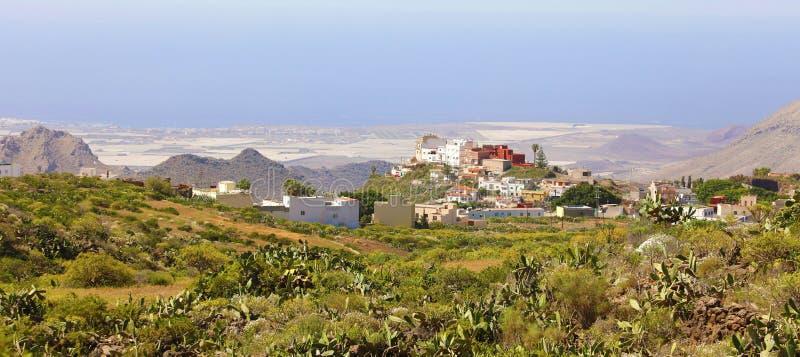Vista panorâmica bonita da vila de Arona em Tenerife, Ilhas Canárias, Espanha imagem de stock
