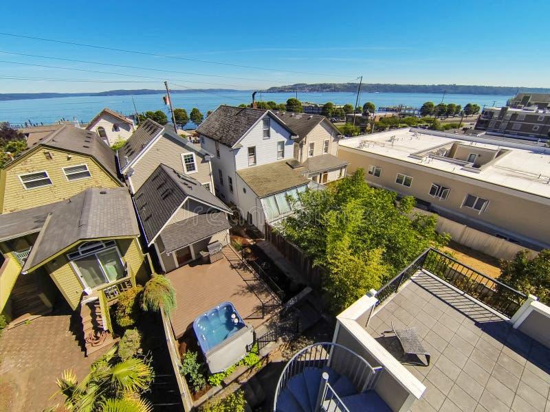 Vista panorâmica da área residencial e da baía cênico em Tacoma fotos de stock