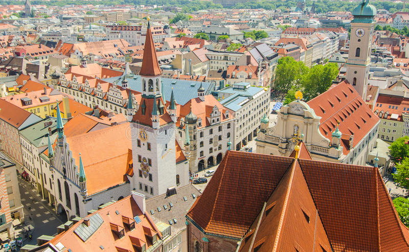 Vista panorâmica da arquitetura velha da cidade de Munich, Baviera, Alemanha fotos de stock