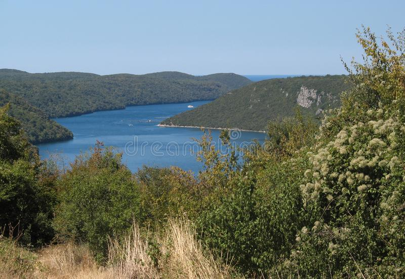Vista panorâmica da baía de Lim, Istria, Croácia imagem de stock