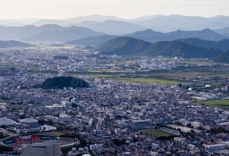 Vista panorâmica da cidade de Gifu da parte superior do castelo de Gifu na montagem Kinka imagem de stock royalty free