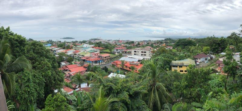 Vista panorâmica da cidade de Limon na Costa Rica imagem de stock