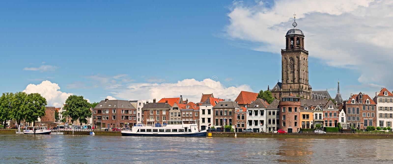 Vista panorâmica da cidade holandesa medieval Deventer com o Grea fotos de stock royalty free