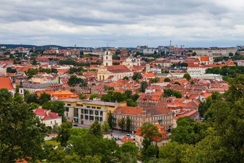 Vista panorâmica da cidade velha de Vilnius da torre de Gediminas, Lituânia foto de stock
