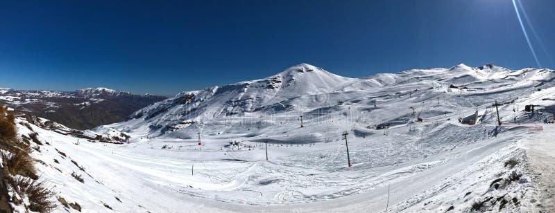 Vista panorâmica da estância de esqui do nevado de valle perto de Santiago de Chile imagens de stock royalty free
