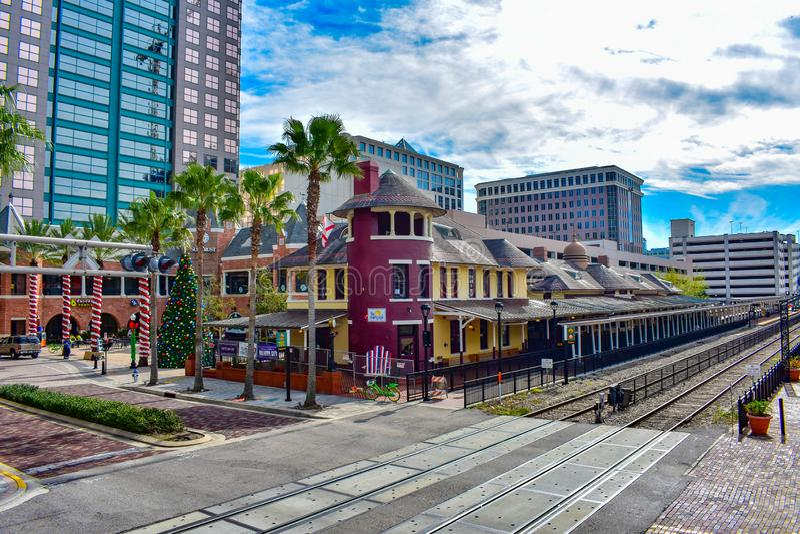 Vista panorâmica da estação velha da rua da igreja na área de Orlando Downtown foto de stock