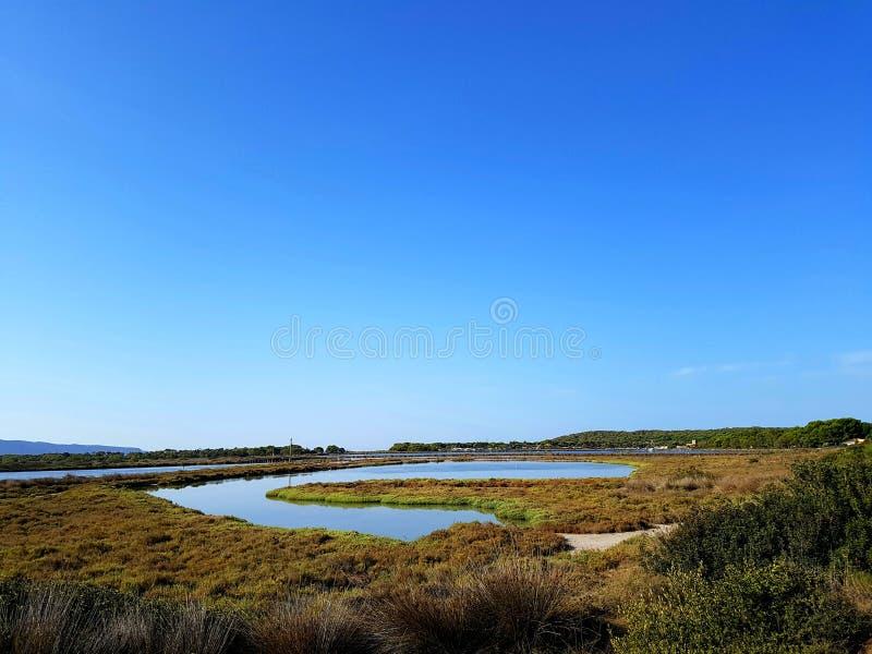 Vista panorâmica da lagoa de Porto Pino Sardinia, Itália imagem de stock