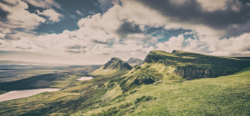 Vista panorâmica da parte noroeste do monte de Quiraing, ilha de Skye, fotos de stock royalty free