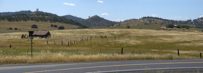 Vista panorâmica da pradaria perto de Yosemite Nationalpark em Califórnia fotos de stock royalty free