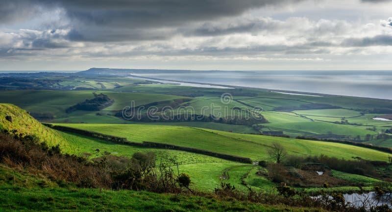 Vista panorâmica da praia de Portand e de Chesil em Dorset fotografia de stock