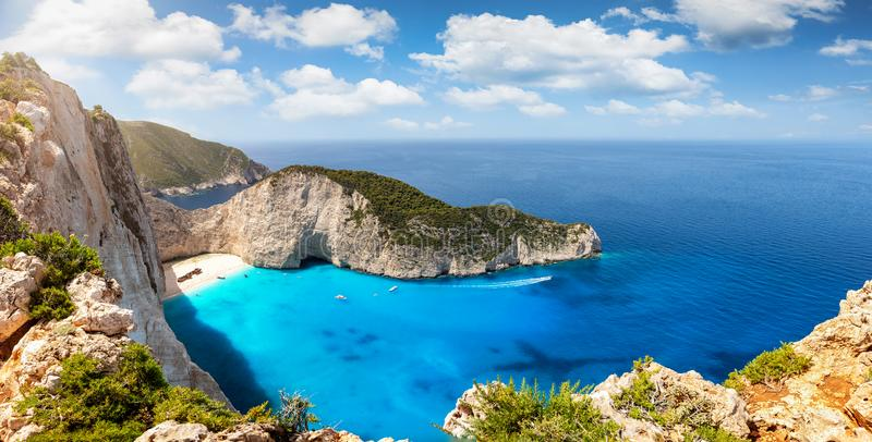 Vista panorâmica da praia do naufrágio, Navagio, na ilha grega de Zakynthos fotos de stock
