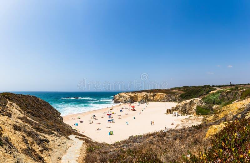 Vista panorâmica da praia grandioso do praia em Porto Covo imagens de stock