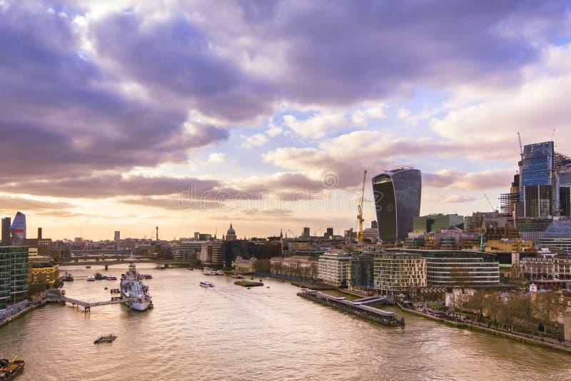 Vista panorâmica da skyline de Londres para Fenchurch e catedral de St Paul imagem de stock royalty free