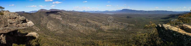 Vista panorâmica da vigia de Reid e dos balcões, o Grampians, Victoria, Austrália, imagem de stock