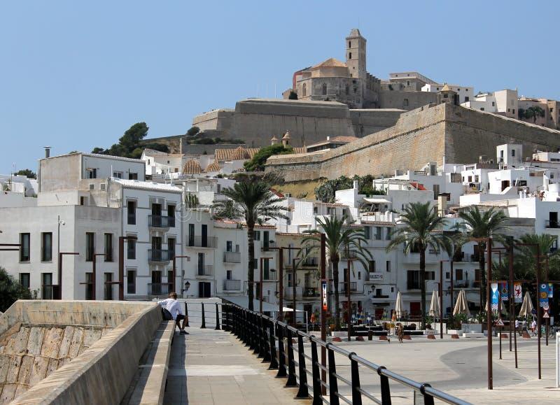 Vista panorâmica da vila velha e histórica de Ibiza foto de stock royalty free