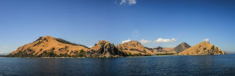 Vista panorâmica das ilhas de Komodo perto de Flores, Indonésia imagens de stock