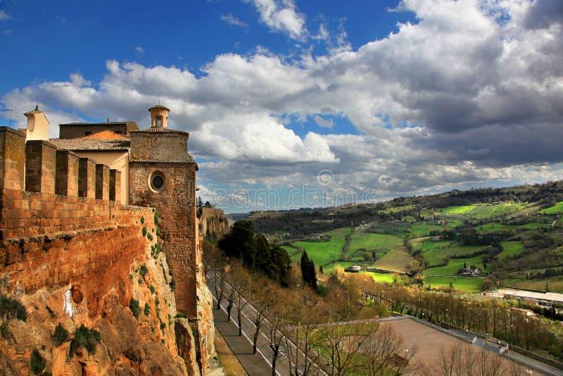 Vista panorâmica das paredes da fortaleza de Orvieto Itália e imagens de stock