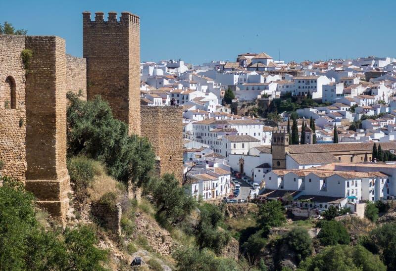 Vista panorâmica das paredes e da cidade velhas província em Ronda, Malaga, a Andaluzia, Espanha imagens de stock