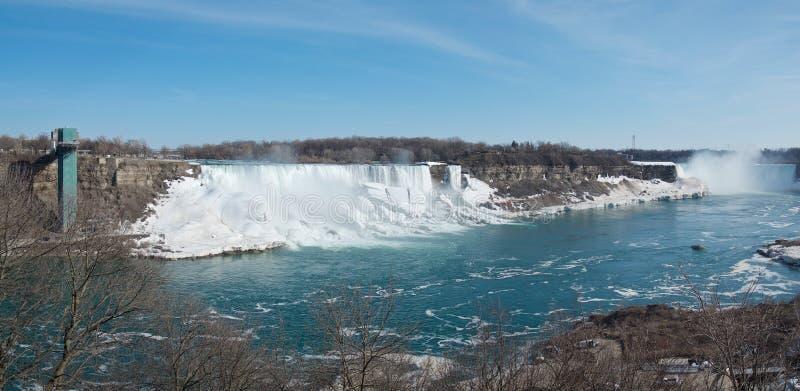 Vista panorâmica das quedas em ferradura de Niagara Falls, das quedas americanas, de quedas nupciais do véu e da plataforma de ob imagem de stock