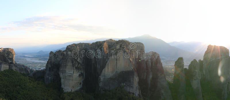 Vista panorâmica das rochas e dos monastérios de Meteora, Grécia imagem de stock
