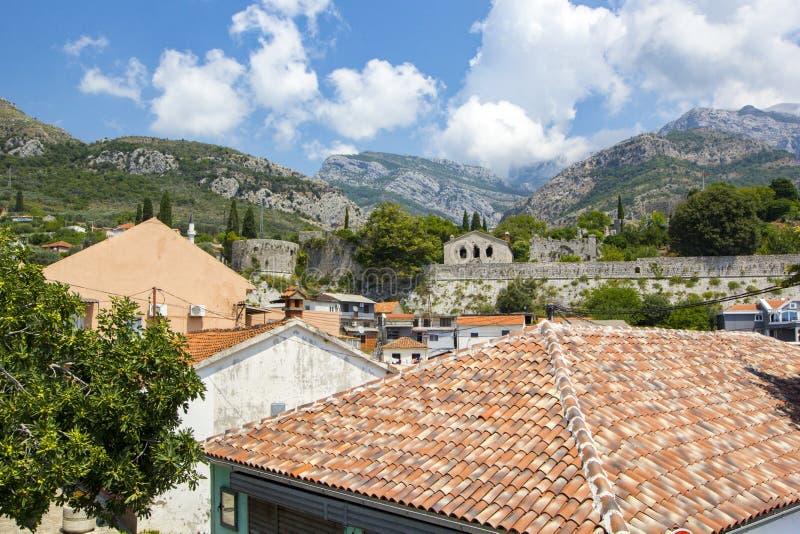 Vista panorâmica das ruínas da cidade velha antiga da barra e da paisagem natural bonita com cordilheiras, barra, Montenegro fotos de stock royalty free