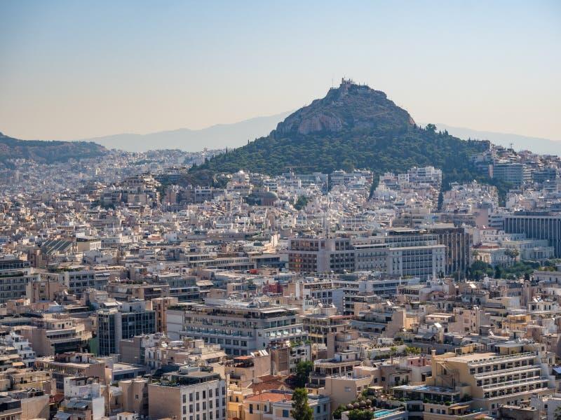 Vista panorâmica de Atenas e de Mount Lycabettus da acrópole de Atenas, Grécia imagem de stock
