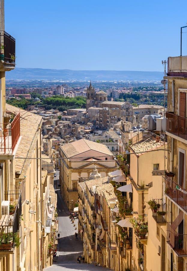 Vista panorâmica de Caltagirone, província de Catania, Sicília, Italia imagem de stock