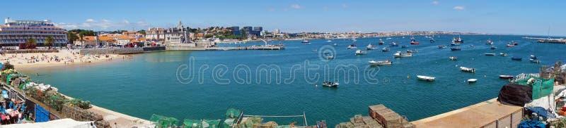 Vista panorâmica de Cascais perto de Lisboa, cidade do beira-mar com praia e porto, Portugal imagem de stock