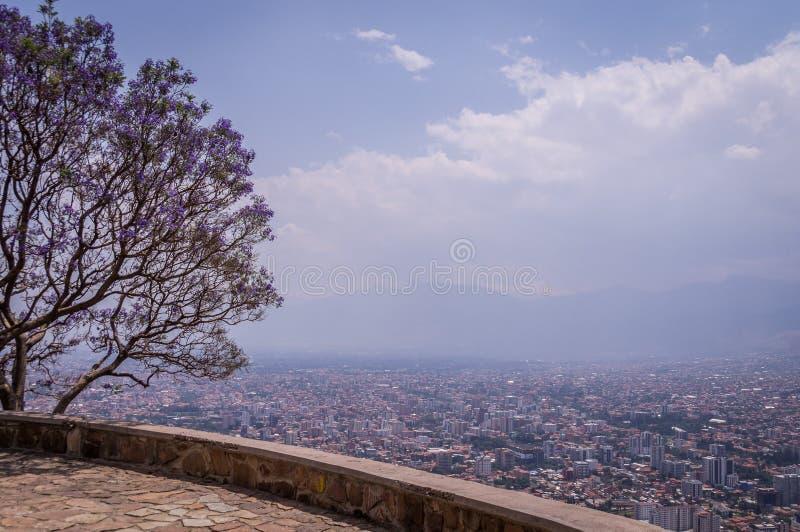 Vista panorâmica de Cochabamba, Bolívia fotos de stock royalty free